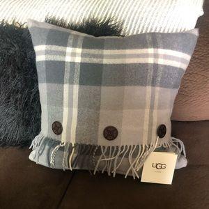NWT Ugg Pillow